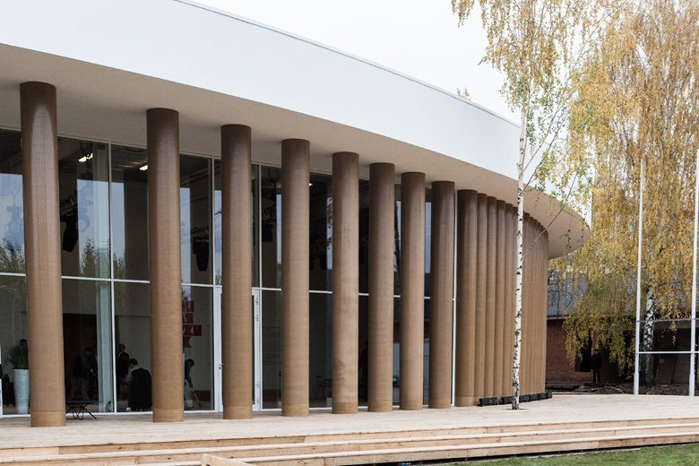 Temporary pavilion of garage Center